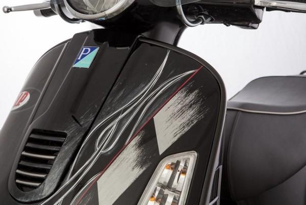 Monoschlitzrohr Beinschild, links für Vespa GTS/GTS Super/GTV/GT 125-300ccm (- '19), schwarz matt