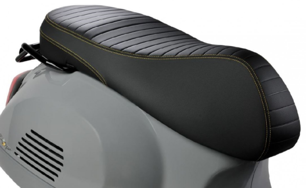"Sport Sitzbank ""Black Kit"" für Vespa GTS Super Tech HPE"